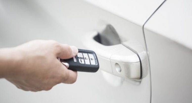 understand different types of car key fobs and avoid to get lock outside the car